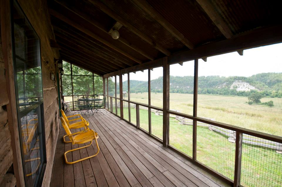 Screened-in porch for relaxing in Buffalo River vacation resort.
