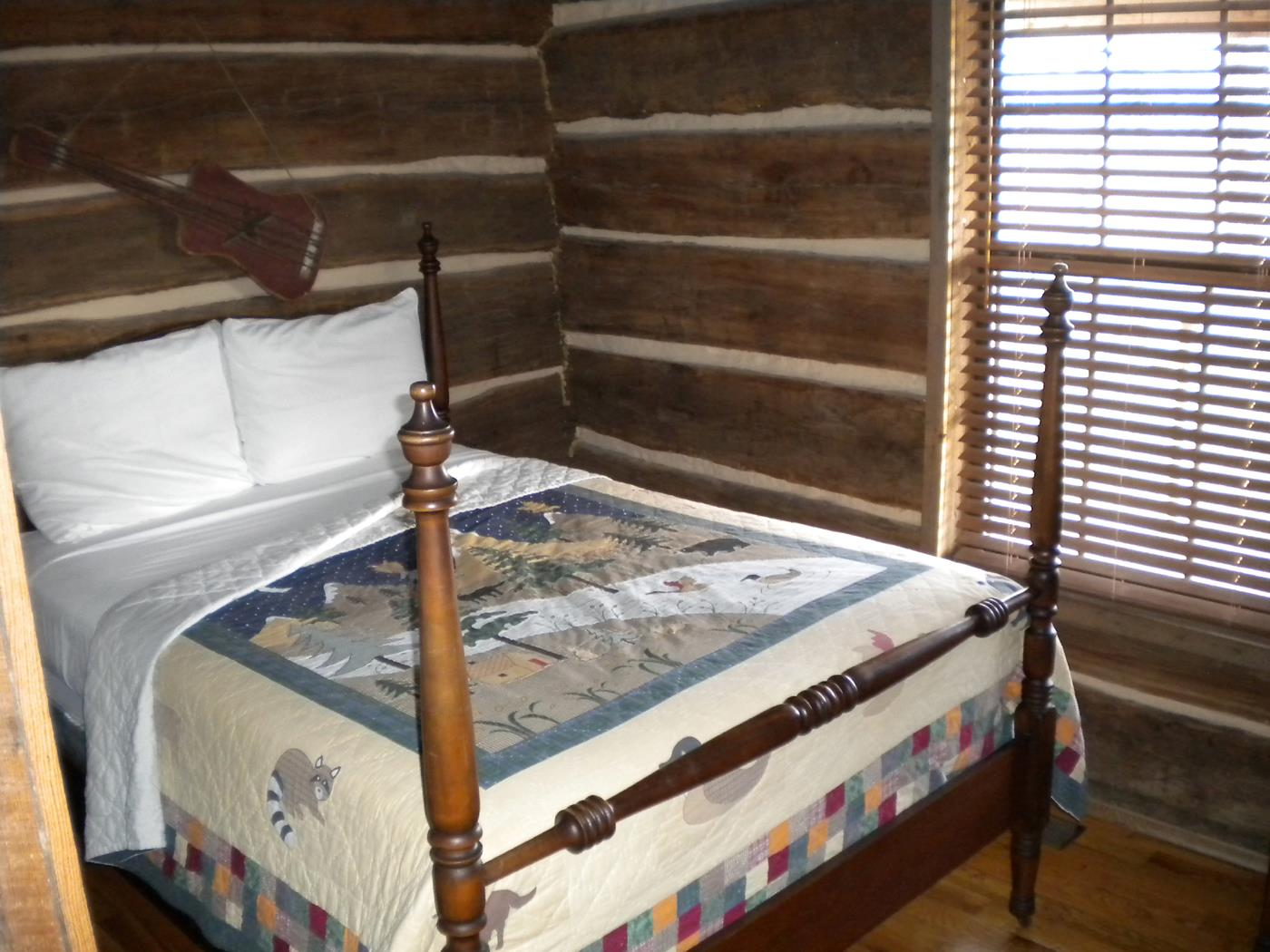 Ozark mountain family log cabin rental near Harrison AR