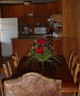 Arkansas Ozarks rental cabin has fully equipped kitchen and spacious indoor/outdoor dining areas.